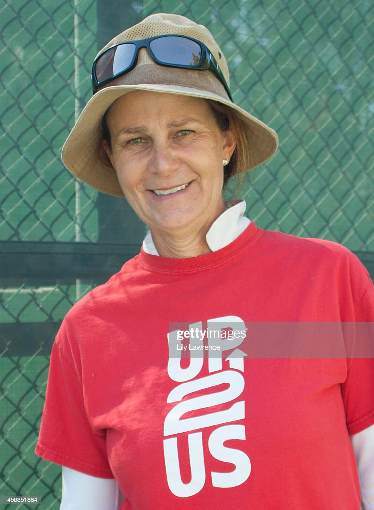Up2Us Hosts Tennis Clinic For South LA Kids With Tennis Great Pam Shriver