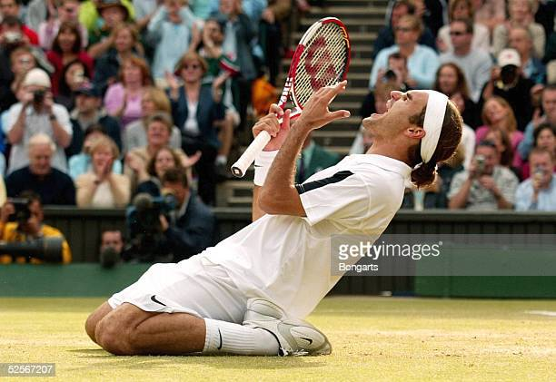 Tennis / Maenner Wimbledon 2004 London Finale Schlussjubel Sieger Roger FEDERER / SUI 040704