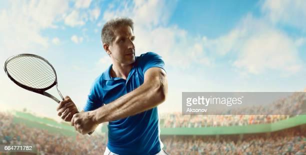 アクション テニス: 男性スポーツマン - 車いすテニス ストックフォトと画像