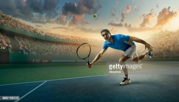 アクション テニス: 男性スポーツマン