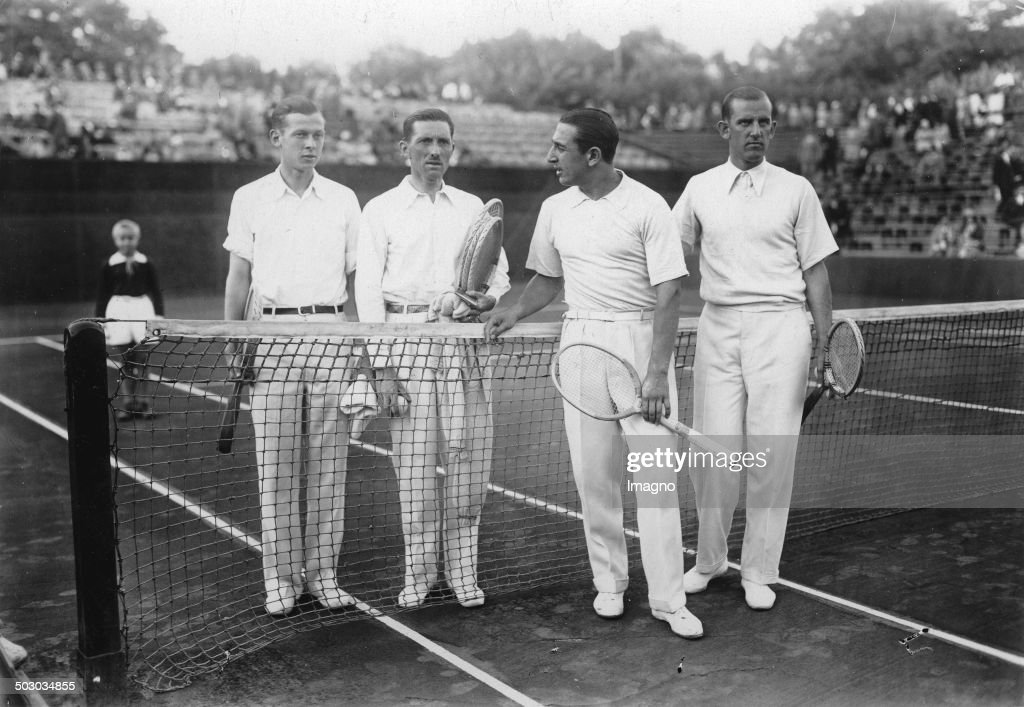 Tennis Match Between Rot-Weiß Tennis Club (Berlin) And Stade Racing (Paris). Hundekehlesee. From Left To Right Christian Boussus - Jacques Brugnon - Daniel Prenn - Hans Moldenhauer. 14Th August 1929. Photograph. : ニュース写真