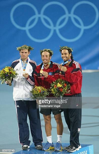 Tennis Olympische Spiele Athen 2004 Athen Einzel / Maenner / Finale Nicolas MASSU / CHI Mardy FISH / USA vl Mardy FISH / USA Silber Nicolas MASSU /...