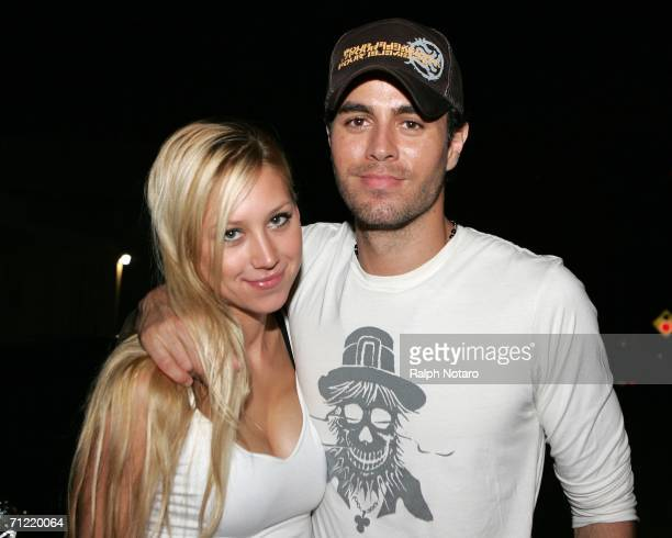 Tennis player Anna Kournikova and singer Enrique Iglesias leave Big Pink restaurant during the early morning hours on June 16, 2006 in Miami, Florida.