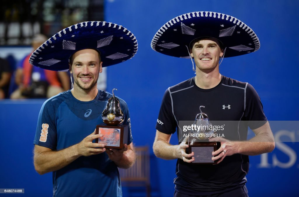 UK tennis player Jamie Murray (R) and Brazilian tennis player Bruno Soares pose with their trophies after winning the Mexican Tennis Open doubles final match against US tennis player Feliciano Lopez and Spanish tennis player John Isner in Acapulco, Guerrero State, Mexico, on March 4, 2017. /