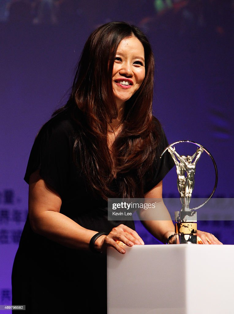 Tennis player Li Na of China poses with her Laureus Academy Exceptional Achievement award at the winners photocall during the 2015 Laureus World Sports Awards at the Shanghai Grand Theatre on April 15, 2015 in Shanghai, China.