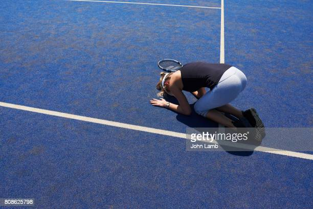 tennis player overwhelmed by emotion on court - tennis player stock pictures, royalty-free photos & images