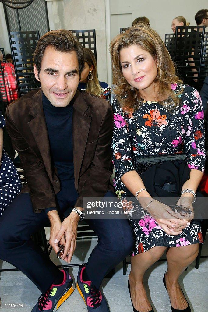 Louis Vuitton : Front Row - Paris Fashion Week Womenswear Spring/Summer 2017 : ニュース写真