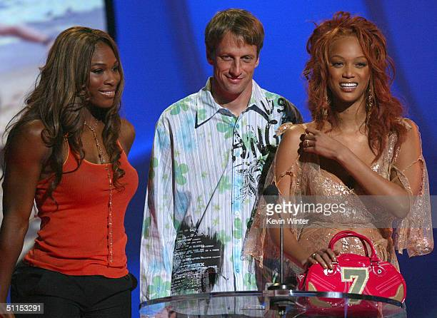 Tennis player Serena Williams skateboarder Tony Hawk and supermodel Tyra Banks speak on stage at The 2004 Teen Choice Awards held on August 8 2004 at...