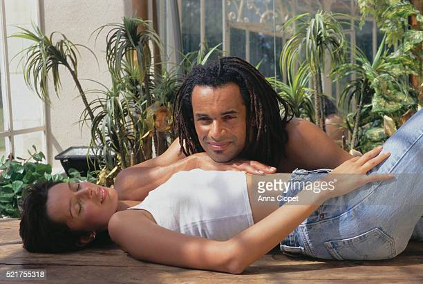 tennis player yannick noah and wife - heather stewart whyte photos et images de collection