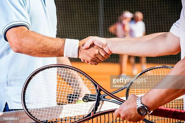 Joueurs de Tennis se serrant la main après le match