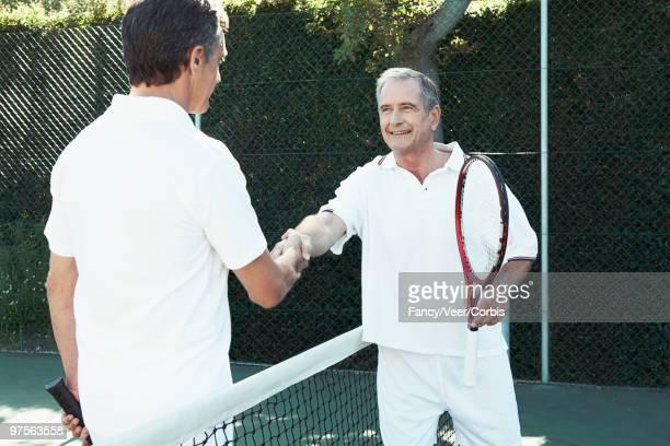 tennis players shaking hands - final game imagens e fotografias de stock