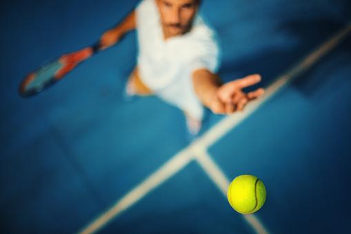 Tennis serve. 599914828