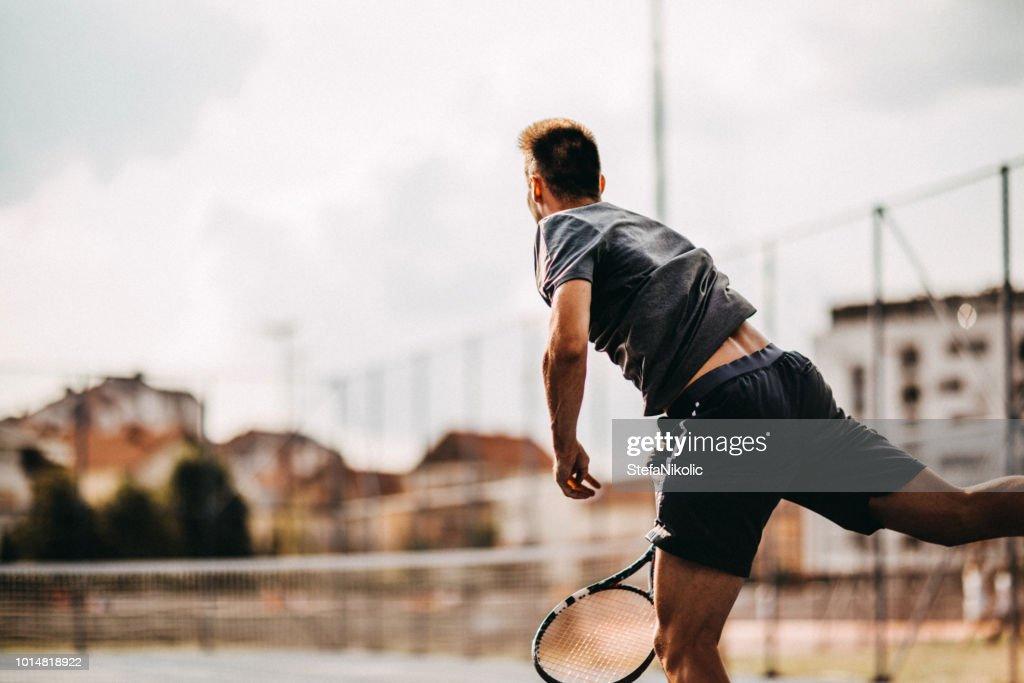 テニスサービス : ストックフォト
