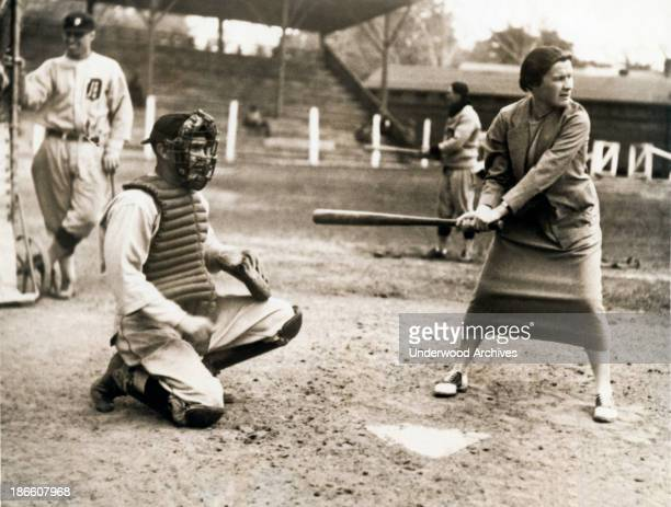 Tennis star Elizabeth Ryan tests her batting eye out at the Detroit Tigers spring training camp Augusta Georgia April 6 1926 Ty Cobb is an interested...