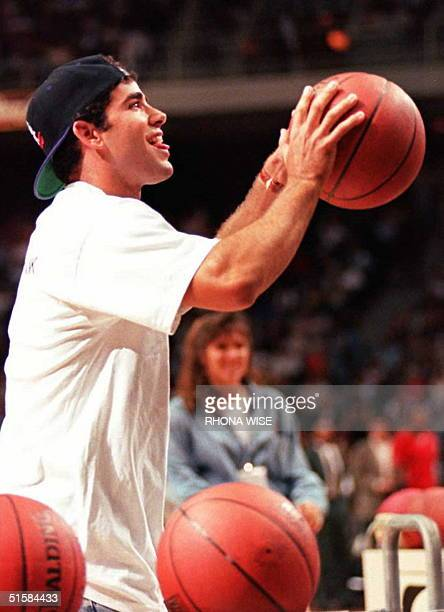 Tennis star Pete Sampras competes in a shoot for the loot contest for charity at the Miami Arena 27 March during a quarter change at the Los Angeles...
