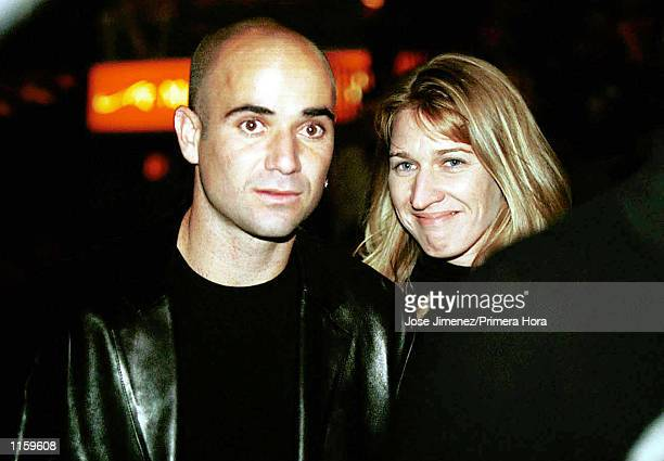 Tennis stars Andre Agassi and Steffi Graf attend the Oscar De La Hoya versus Felix Trinidad welterweight championship fight September 18 1999 at the...