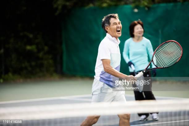 tennis team enjoying a doubles match - スポーツ  ストックフォトと画像