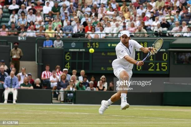 Tennis: Wimbledon, USA Andy Roddick in action vs France Richard Gasquet during Quarterfinals at All England Club, London, England 7/6/2007