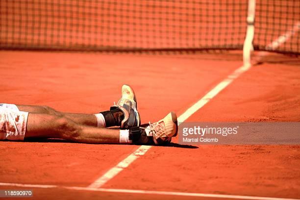 Tennisplayer on the ground