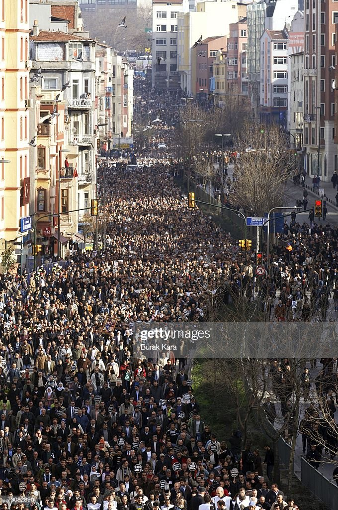 Funeral of Assassinated journalist Hrant Dink : News Photo