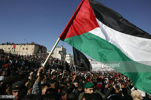 Tens of thousands of Palestinians crowd into the Muqaata for Yasser Arafat's funeral November 12 2004 in the West Bank town of Ramallah Arafat died...