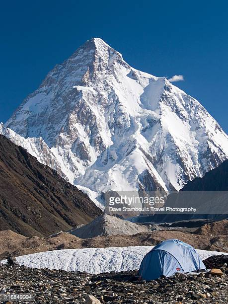 tent at k2 - k2 mountain stock pictures, royalty-free photos & images
