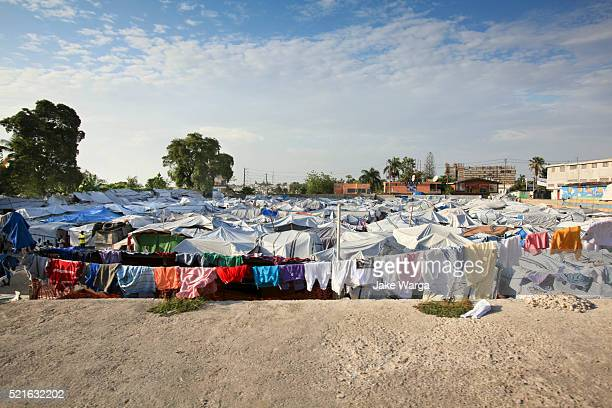 tent camp at port-au-prince - refugee camp stock pictures, royalty-free photos & images