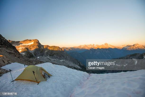 tent perched on glacier in the north cascade mountain range - extreme terrain stock pictures, royalty-free photos & images