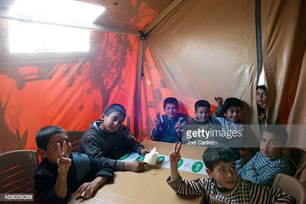 syrian refugee children in makeshift school in atmeh, syria - flyktingläger bildbanksfoton och bilder