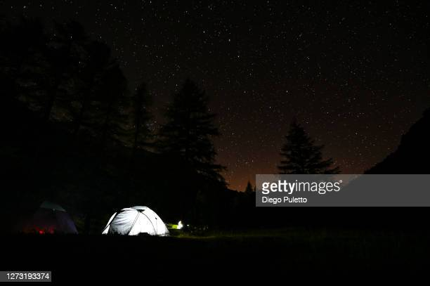 tent under the milky way at the matterhorn - puletto diego stock pictures, royalty-free photos & images