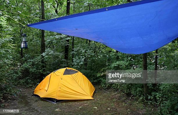 テント、overhanging tarp