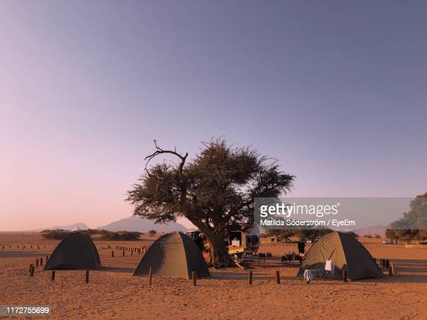 tents at desert against sky during sunset - セスリエム ストックフォトと画像