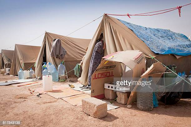 tents of idp camp in iraq - humanitarian aid stock pictures, royalty-free photos & images