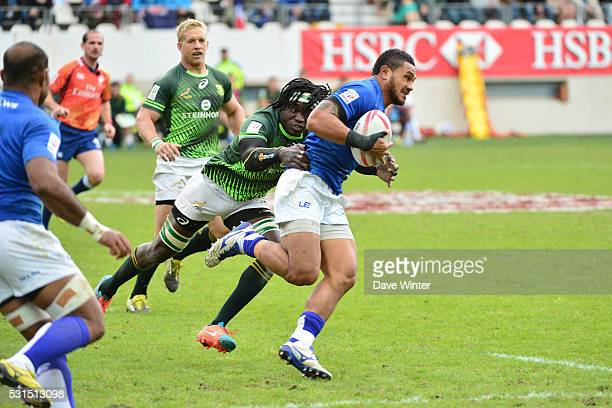 Teofilo Ed Fidow of Samoa is tackled by Tim Agaba of South Africa during South Africa versus Samoa Cup quarter final at the HSBC PARIS SEVENS...
