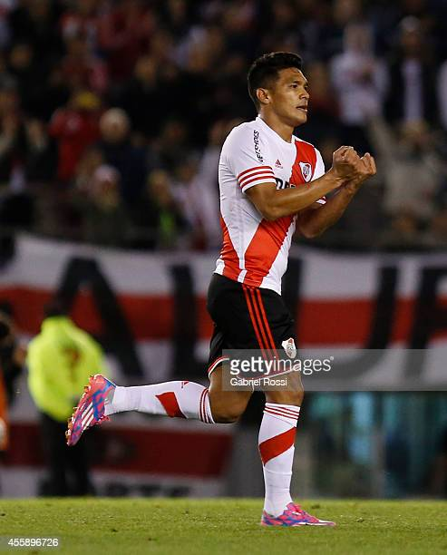 Teofilo Gutierrez of River Plate celebrates after scoring the third goal of his team during a match between River Plate and Independiente as part of...