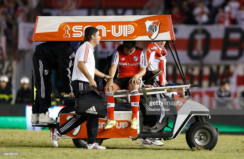 Teofilo Gutierrez of River Plate leaves the field injured during a match between River Plate and Velez Sarsfield as part of 15th round of Torneo Final 2014 at Monumental Antonio Vespucio Liberti Stadium on April 12, 2014 in Buenos Aires, Argentina.