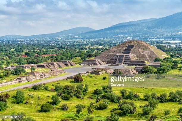teotihuacán pyramids outside mexico city - ancient stock pictures, royalty-free photos & images