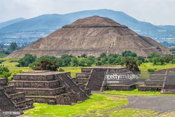 teotihuacán pyramids outside mexico city - mexico city stock pictures, royalty-free photos & images
