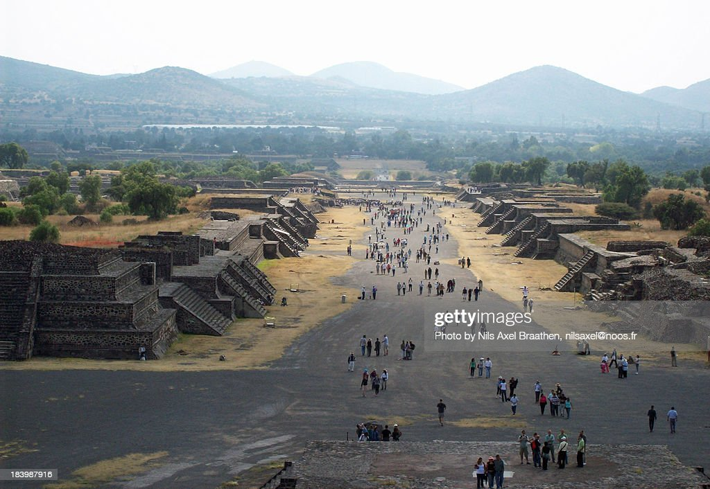 Teotihuacàn, View of the Avenue of the Dead : ストックフォト