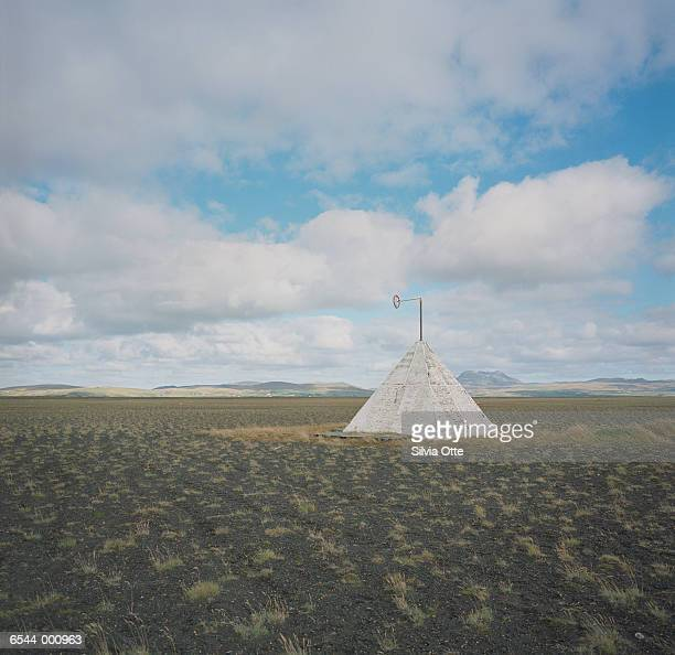 tepee on plain - teepee stock pictures, royalty-free photos & images