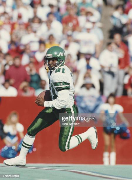 Terance Mathis Wide Receiver for the New York Jets carries the ball during the American Football Conference East game on 21 October 1990 at Rich...