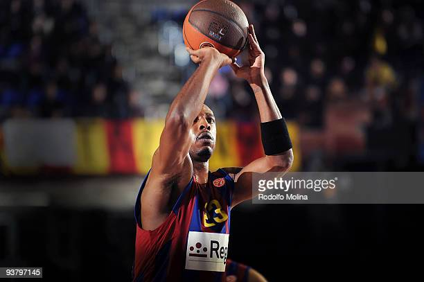 Terence Morris #23 of Regal FC Barcelona in action during the Euroleague Basketball Regular Season 20092010 Game Day 6 between Regal FC Barcelona v...