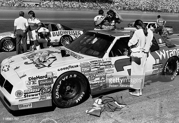188 Teresa Earnhardt Photos And Premium High Res Pictures Getty Images I've watched this with her and there teresa earnhardt makes her first public comments about her husband's death on race day morning. https www gettyimages com au photos teresa earnhardt