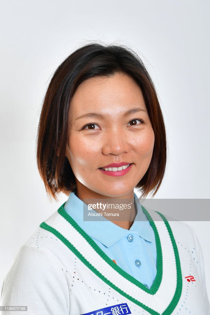 https://media.gettyimages.com/photos/teresa-lu-of-taiwan-poses-during-the-2019-lpga-portrait-session-at-picture-id1135072193