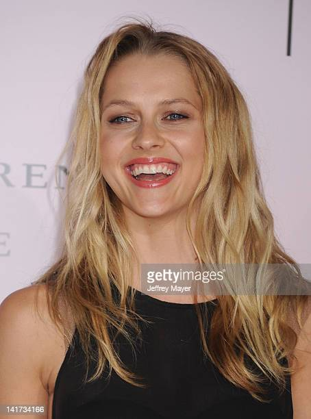 """Teresa Palmer arrives at """"The Vow"""" Los Angeles Premiere at Grauman's Chinese Theatre on February 6, 2012 in Hollywood, California."""