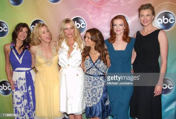 Teri Hatcher Felicity Huffman Nicollette Sheridan Eva Longoria Marcia Cross and Brenda Strong of Desperate Housewives