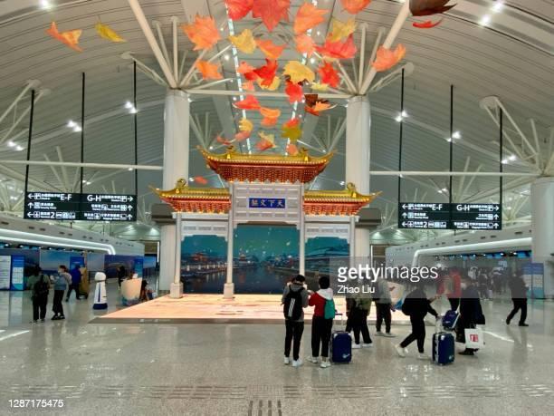 terminal 1 de l'aéroport international nanjing lukou - province du jiangsu photos et images de collection