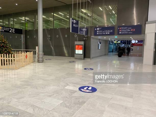 Terminal 2 E totalement désert de l'aéroport de Paris-Charles-de-Galle, 21 décembre 2020, Roissy-en-France.