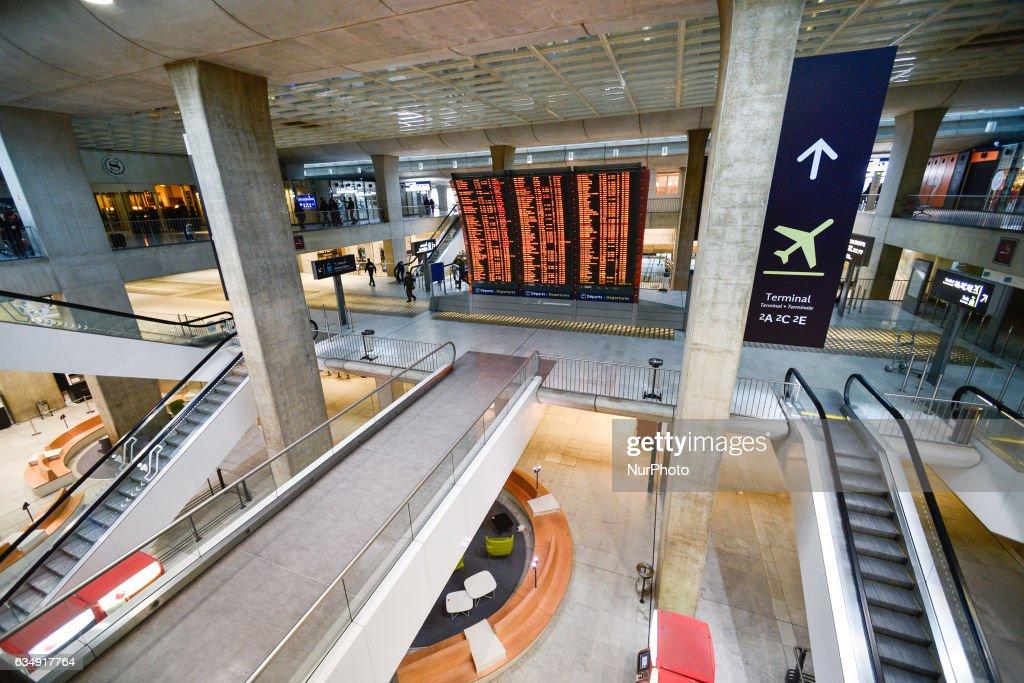 'Suspect Package' left at Charles de Gaulle Airport in Paris : Nieuwsfoto's