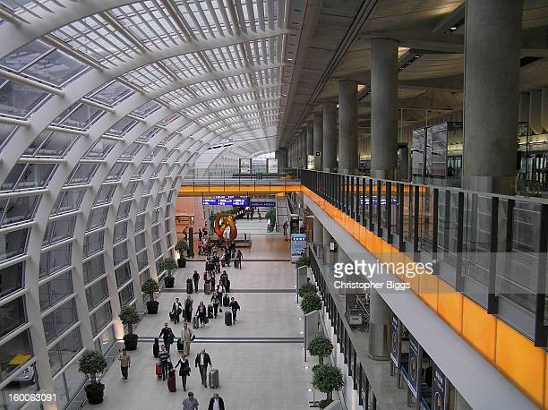 CONTENT] Terminal One arrivals concourse at the Hong Kong International Airport The environmentally friendly lighting achieved with large curved...